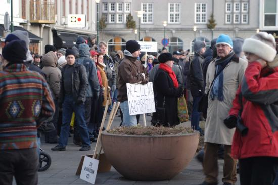 Icelanders protest against government