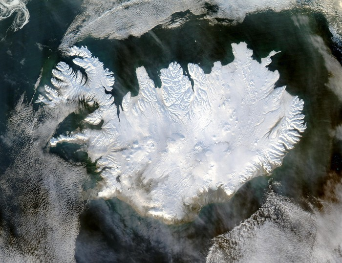 Shrinking glaciers are tilting the earth's gravity point close to Iceland
