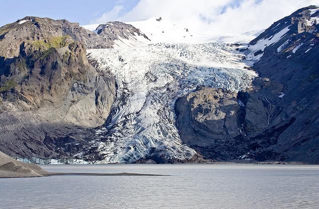 French president visits shrinking Icelandic glacier