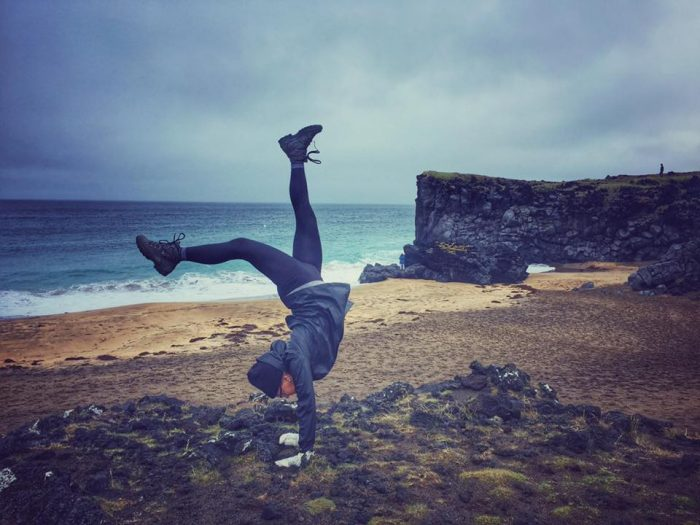 "Young woman does a ""handstand walk"" around Iceland"